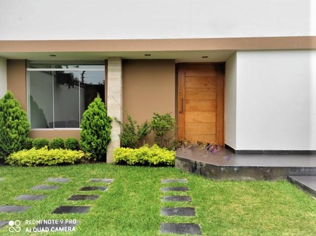 Casa en Alquiler Frente a Parque en San Borja - Con jardín ...